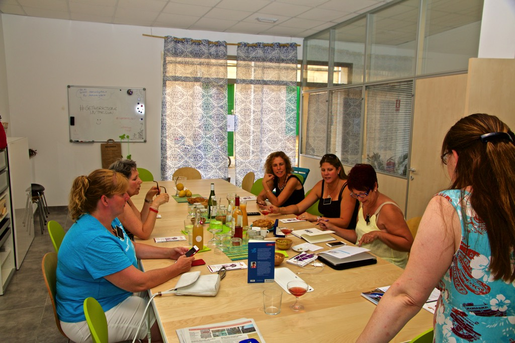 Networking Event Doris Schuppe erklärt Coworking