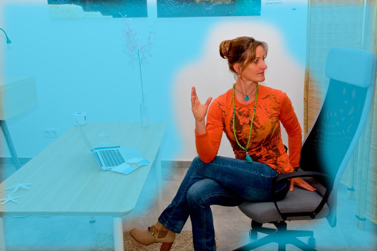 relax and work laptop asana drehsitz