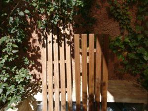 Holzbank vor und nach der Auffrischung