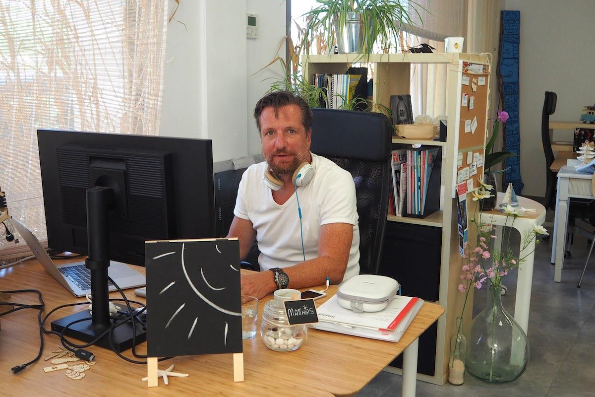 Coworker Matthias Rayaworx