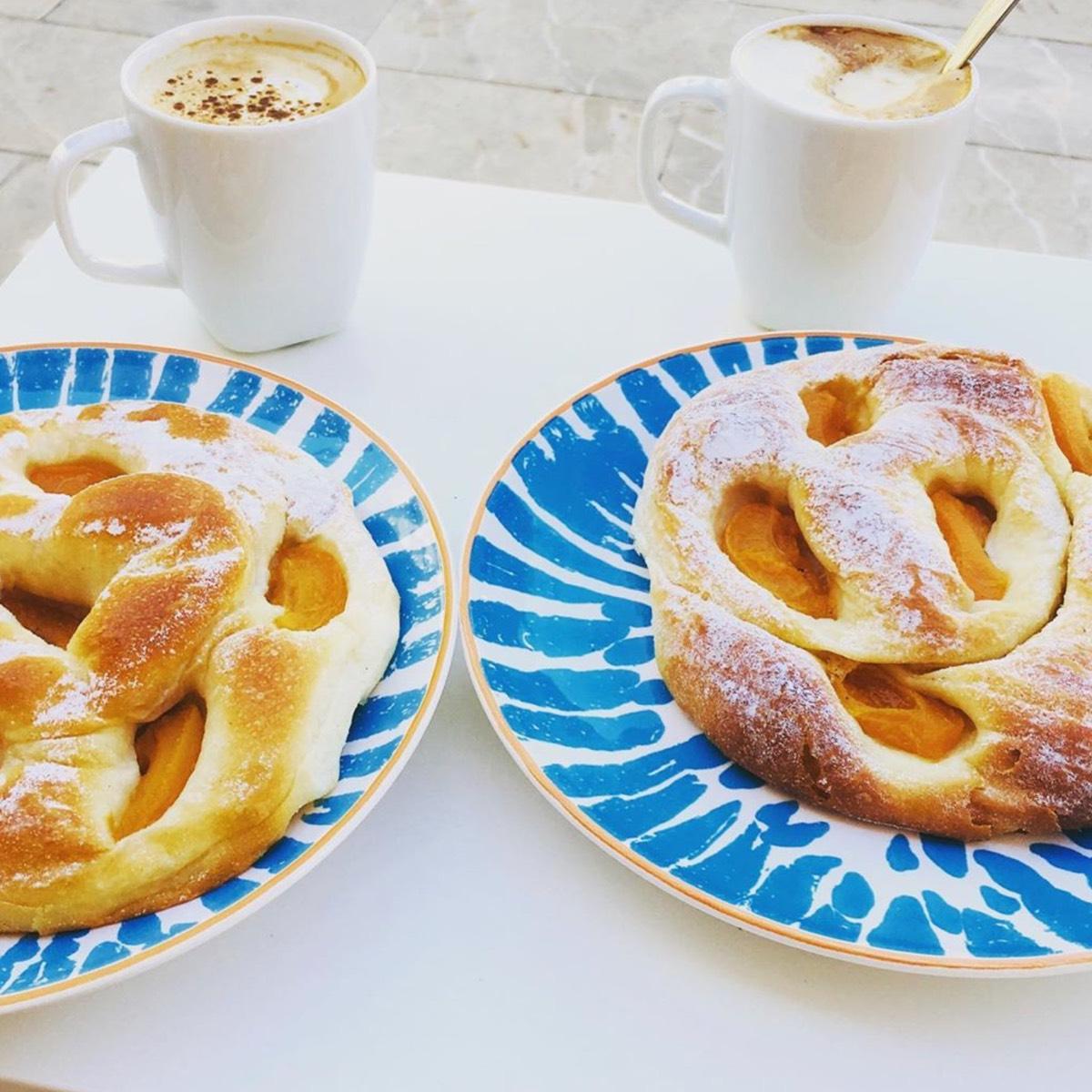 Yummy Ensaimada Santanyi con cafe