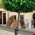 Schilder Auswahl im Baum