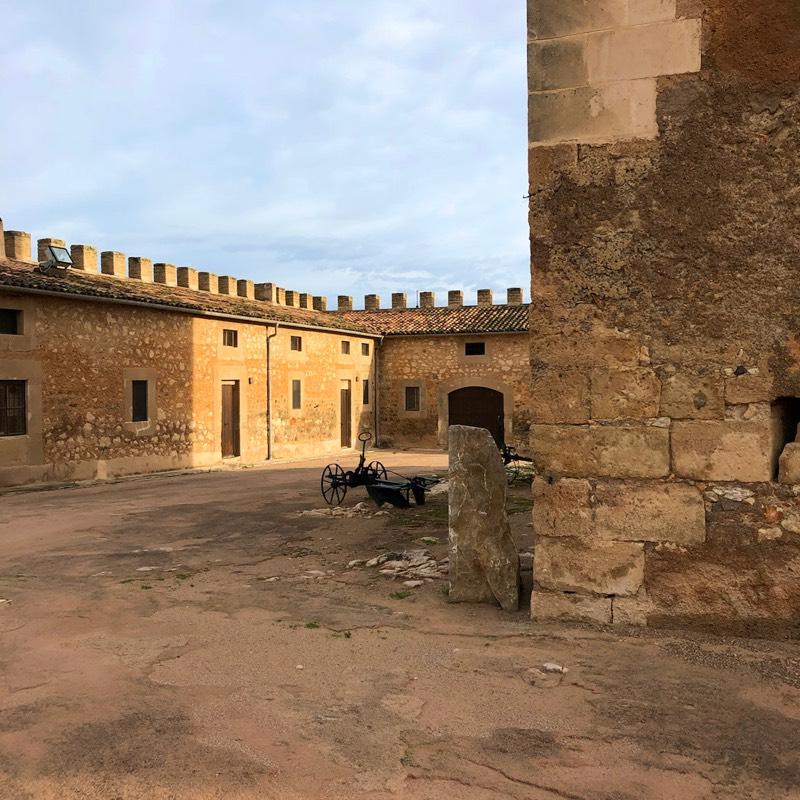 Innenhof Turm von Canymel